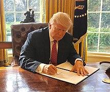 En 2017, Trump firmó la ley Gesara